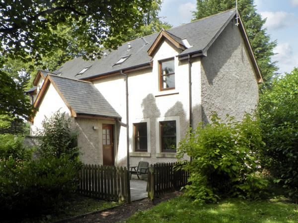 GROOM'S COTTAGE, pet friendly, country holiday cottage, with a garden in Chirnside, Ref 4278 - Image 1 - Chirnside - rentals