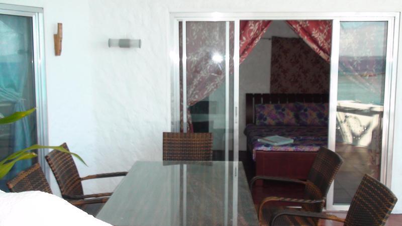 Lanai balcony dining table - OceanFront Beach  3 BR Dive Resort  Puerto Galera - Puerto Galera - rentals