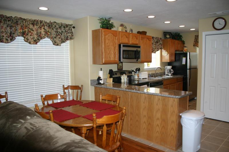 Dining room and Kitchen with granite counter top and Stainless Appliances - Beautiful Condos near *Silver $ City*-Branson-Lake - Branson - rentals
