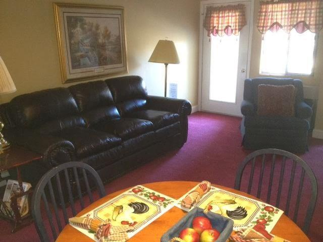 Living Room with Queen Sleeper Sofa - #508 - Gatlinburg Chateau -  2 Bedroom Condo - Gatlinburg - rentals