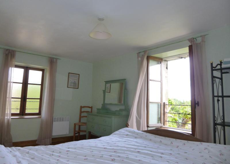 bedroom one - Sarlat Luxury cottage, pool, garden, stunning view - Sarlat-la-Canéda - rentals