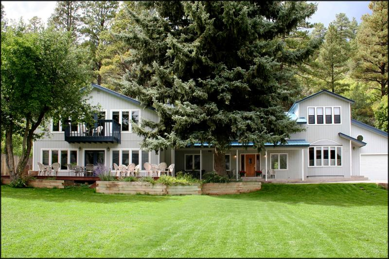 Huge front yard with croquette & badminton provided. Great for the whole family! - TALL SPRUCE HOUSE-Walk to Hot Springs, sleeps 2-22 - Durango - rentals