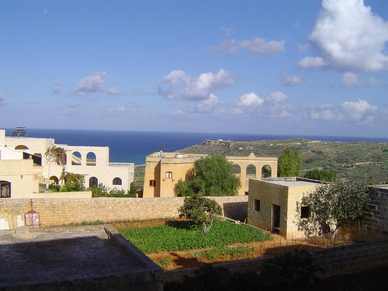 Back terrace views - Mediterranean Beach Accomodation - Xaghra - rentals