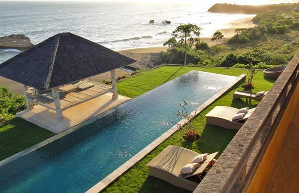 Villa Sunset 6BR presents a 17 x 4 m infinity lap pool and two bale pavilions for relaxing or dining - Magnificent Beach Luxury 1/2/4 and 6BR Villas - Tabanan - rentals