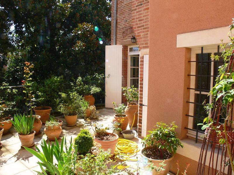 Entrance to holiday rental from rose terrace - Albi Holiday rental - Apartment in Historic Centre - Albi - rentals