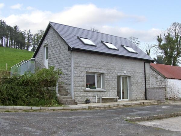 GAIRHA COTTAGE, pet friendly, country holiday cottage, with a garden in Ballyduff, County Waterford, Ref 4034 - Image 1 - Ballyduff - rentals