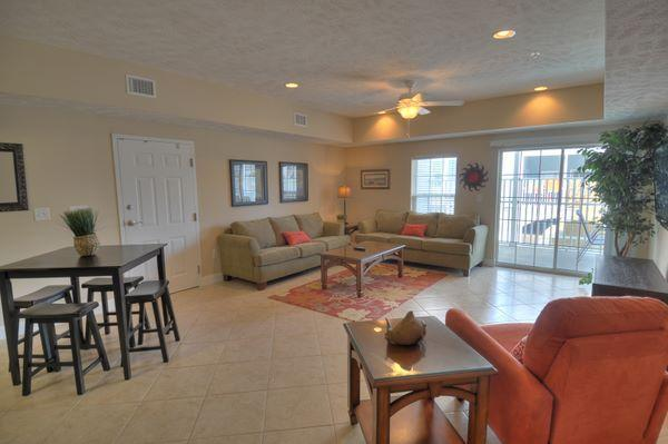 Living Area - 4 Bedroom Luxury Condo in Myrtle Beach- Great Location and Great Rates - Myrtle Beach - rentals
