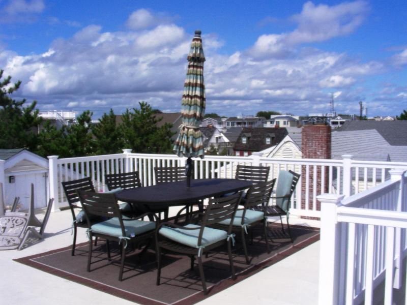 Exclusive rooftop dining - 6th from Beach | 3BR | Pet-Friendly | Fishbone LBI - Beach Haven - rentals