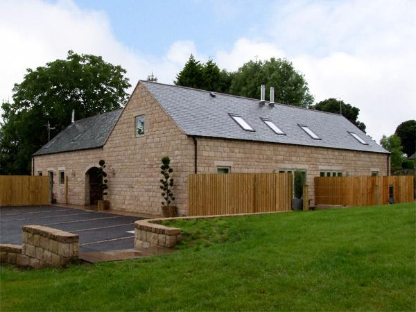 HEYTHROP, family friendly, luxury holiday cottage, with a garden in Farley Near Alton Towers, Ref 4302 - Image 1 - Farley - rentals