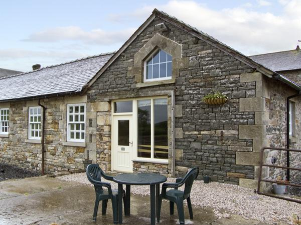 TETHERA COTTAGE, pet friendly, character holiday cottage, with a garden in Lupton, Ref 4247 - Image 1 - Lupton - rentals