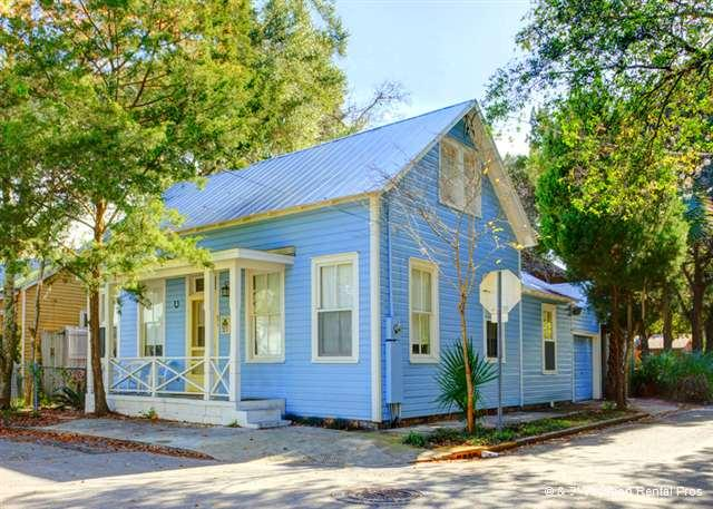 Spoil yourself by vacationing in style and comfort! - Blue Bell Cottage in downtown historic St Augustine Florida - Saint Augustine - rentals