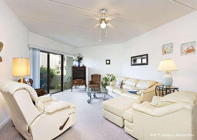 Sink into a comfy chair after a fun day on the surf! - Island House C 108 Ground Floor Flat, Ocean Views, HDTV, Pool - Saint Augustine - rentals