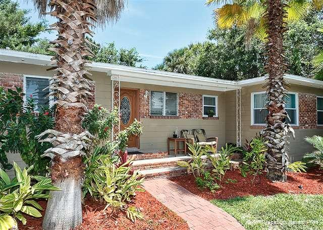 Welcome to Oasis, your pied-a-terre in historic St. Augustine! - Oasis St Augustine, fenced yard, HDTV, 5 minutes drive to beach - Saint Augustine - rentals