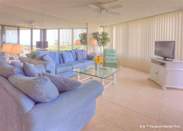 Bring the crew together in our spacious living room - Captains Quarters 218, new HDTV, 2 elevators, pool, grill - Saint Augustine - rentals