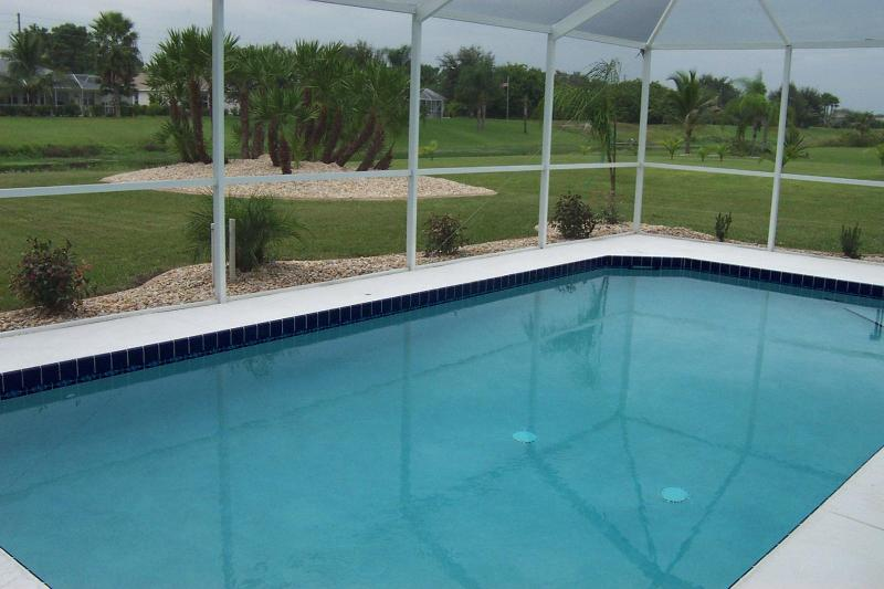 Beat that view - Boundary Blvd Villa, Private South Facing Pool. - Rotonda West - rentals