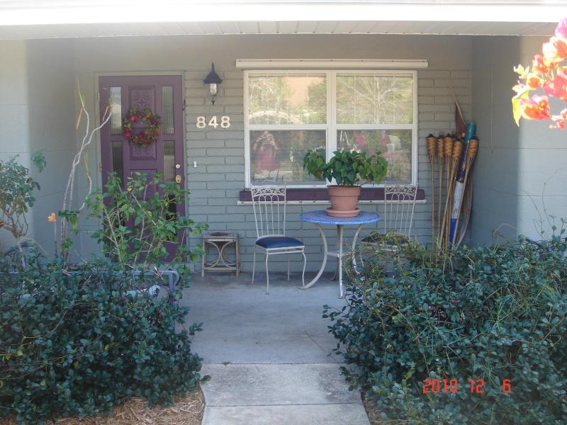 2/1 Main front door and porch - NW SRQ 2/1 House & 1/1 Suite Book now for 3-5/2017 - Sarasota - rentals