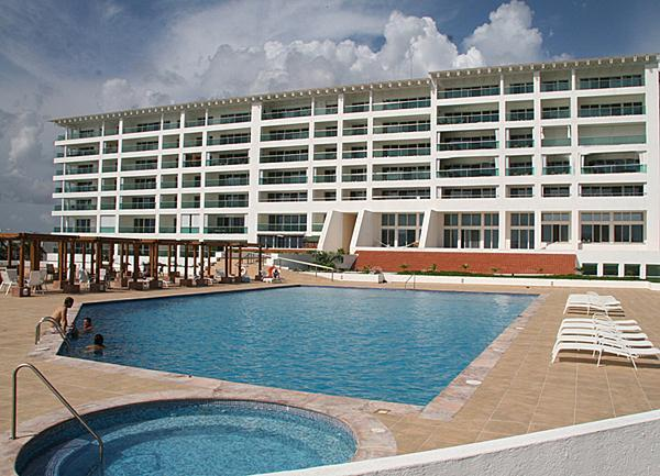Huge 3 level Swimming Pool with hot whirlpool exclusive for the building guests - Prefect Location! Awesome Ocean View!  All 5 Stars - Cozumel - rentals