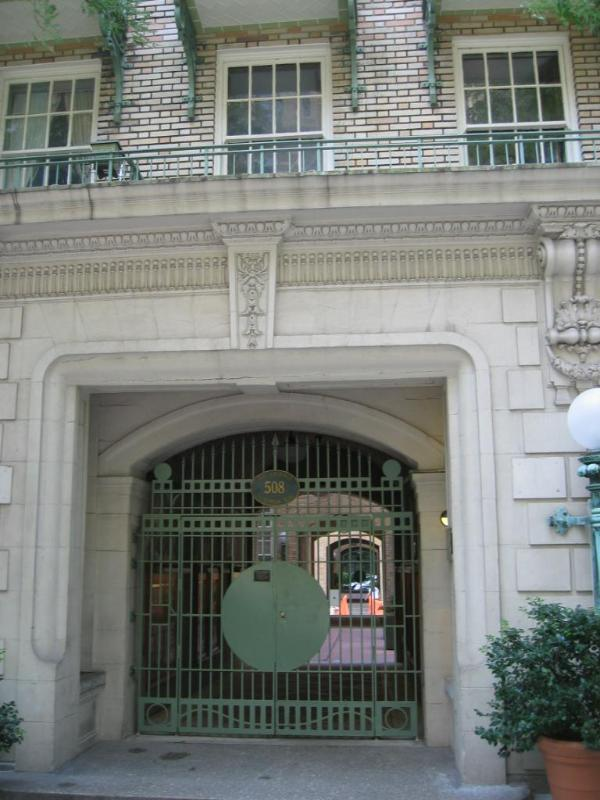 front gate - Upper East  Side - clean and quiet - 78th street - New York City - rentals