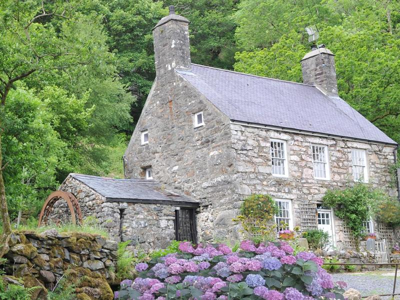 Glifach - Holiday Cottage Farmhouse -  Snowdonia - Ty Gilfach - Breathtaking Views in Snowdonia! - Snowdonia National Park Area - rentals