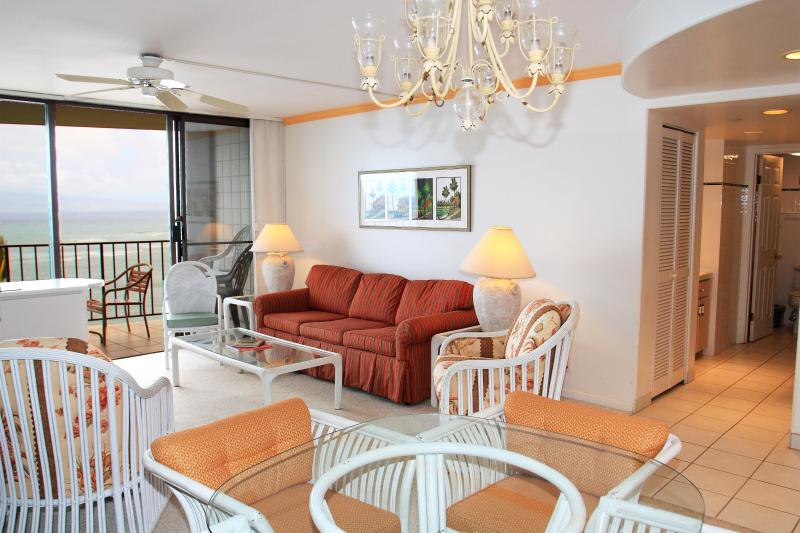 Living Room /Dining area - Valley Isle Resort 705 beautiful oceanfront condo - Lahaina - rentals