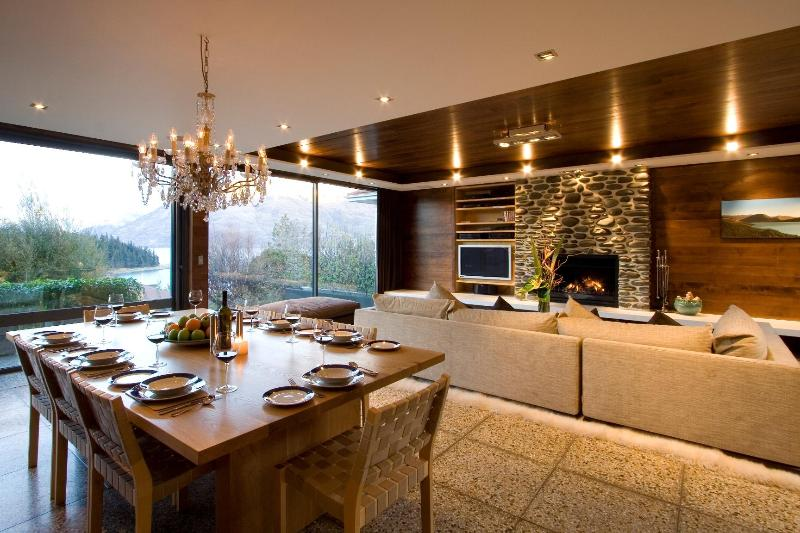 Dining area - Forty Two - Luxury Central Queenstown Townhouse - Queenstown - rentals