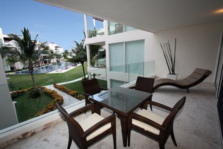 Private Pool View Patio with Outdoor Dining Set - The Elements Poolside Condo w/ Private Beach - 108 - Playa del Carmen - rentals