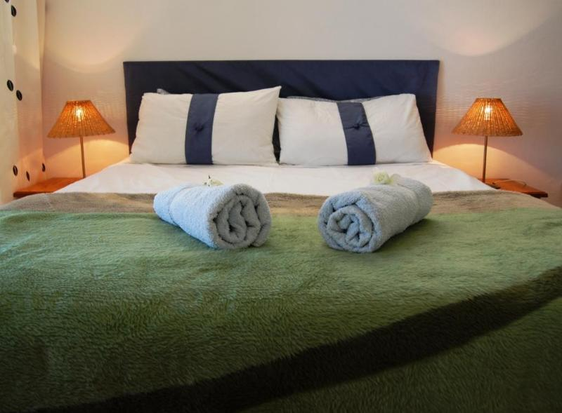 Main bedroom with views and balcony - Relax at Dreams - Holiday Home 100m to Sandy Beach - Pringle Bay - rentals