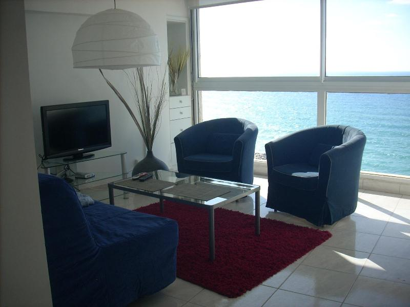 Living Room - Deluxe Apartment - 5 Star Hotel on Herzelia Beach - Herzlia - rentals