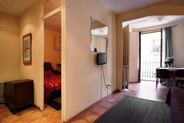 Poble Sec-1: Centrally located budget apartment - Image 1 - Barcelona - rentals