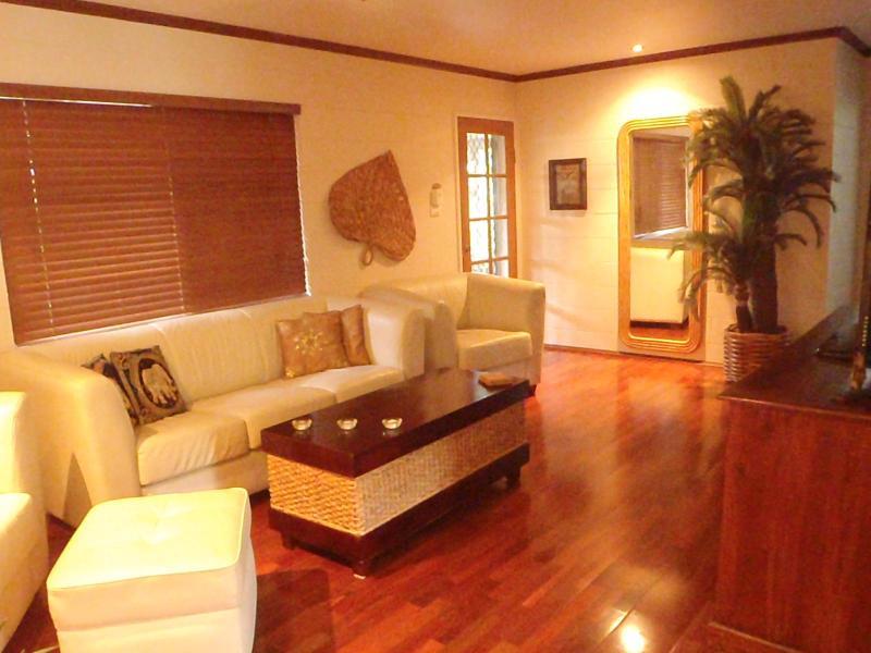 Lounge room - Trinity Tropical Oasis Trinity Beach, pool spa bth - Cairns - rentals