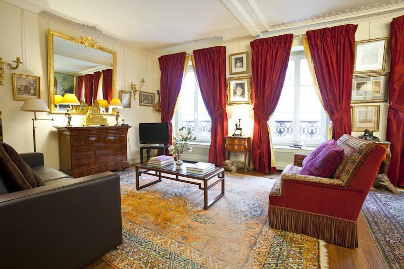 The fantastic sunny Pompadour living room - Pleasurable Luxury Parisian Vacation Rental - Paris - rentals