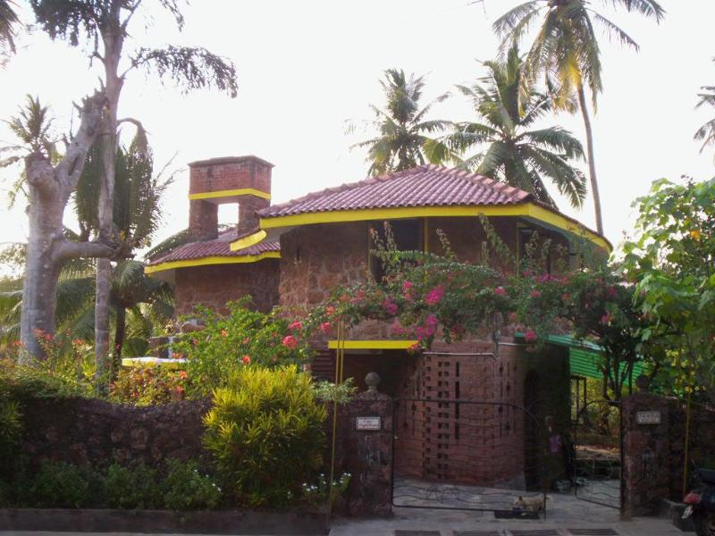 Room is upstairs - Homestay in Dona Paula, Goa - Dona Paula - rentals