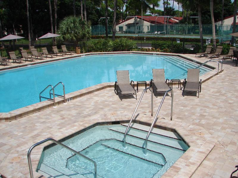 Heated pool and jacuzzi, next to the lake & fountain. - Timberwoods Vacation Villas Best Value in Sarasota - Sarasota - rentals