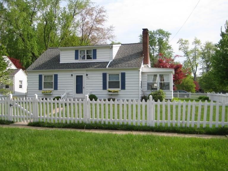 ADORABLE HOUSE IN FAMILY FRIENDLY NEIGHBORHOOD - LAKE ERIE 4Bedroom House by CEDAR POINT Sleeps 14 - Huron - rentals