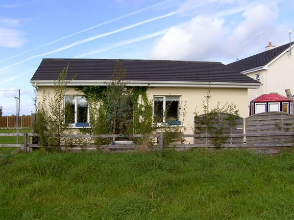 BURREN VIEW, romantic, country holiday cottage, with a garden in Kinvara, County Galway, Ref 4341 - Image 1 - Kinvara - rentals