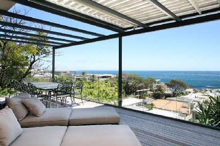 Multi-level Panacea with ocean views, sleek décor, jacuzzi, near beach - Image 1 - Camps Bay - rentals