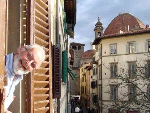 A friend of us peaking from the bedroom windows. The Medici Chapels on the background - Fully equipped apt. in the very centre of Florence - Florence - rentals