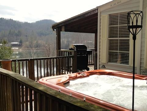 Driftwood Cottage offers a large hot tub & grill with lots of decking over looking Watauga lake WIFI - Driftwood cottage Call for Free night offer - Butler - rentals