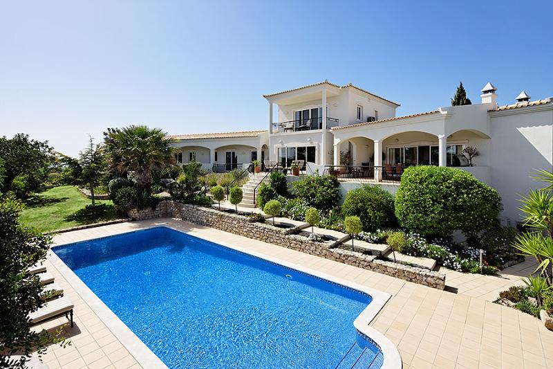 Algarve Villa Close to the Coast with Heated Pool - Villa Loule - Image 1 - Santa Barbara de Nexe - rentals