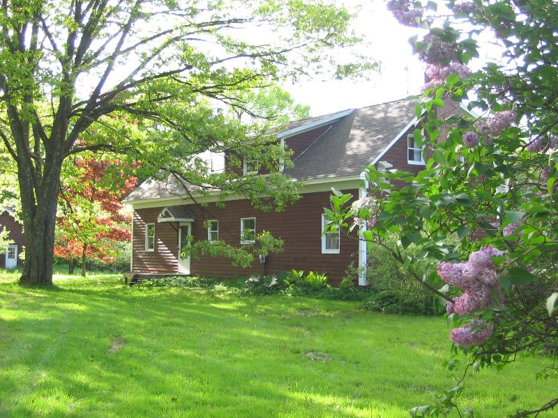 Spring!  A touch of lilac - Radically REDUCED WKly RATE_ Hilltop Cntry FARMHS - Stowe - rentals