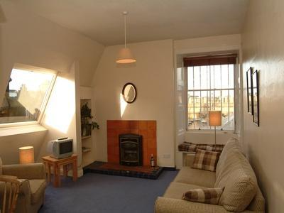 Living-room (with double sofabed) with dining area - Jeffrey St (Flat 14), Royal Mile, City Centre - Edinburgh - rentals