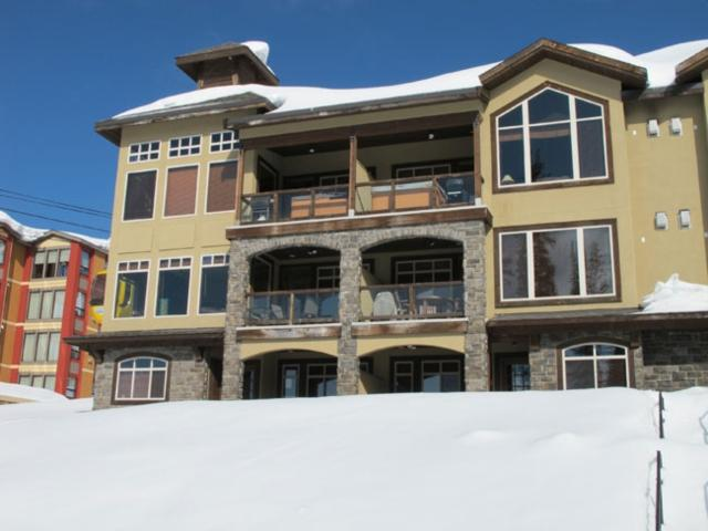 Big White 2 BR & 4 BA House (#4 - 5095 Snowbird Way SOUTHPT4) - Image 1 - Big White - rentals