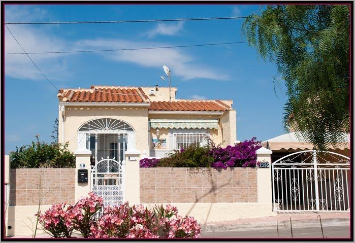 Front of villa from the road - Lovely detached sunny villa, La Marina, Spain. - La Marina - rentals