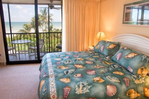 Sundial B407 bedroom and view - Beachfront Sundial B407, panoramic Gulf views - Sanibel Island - rentals