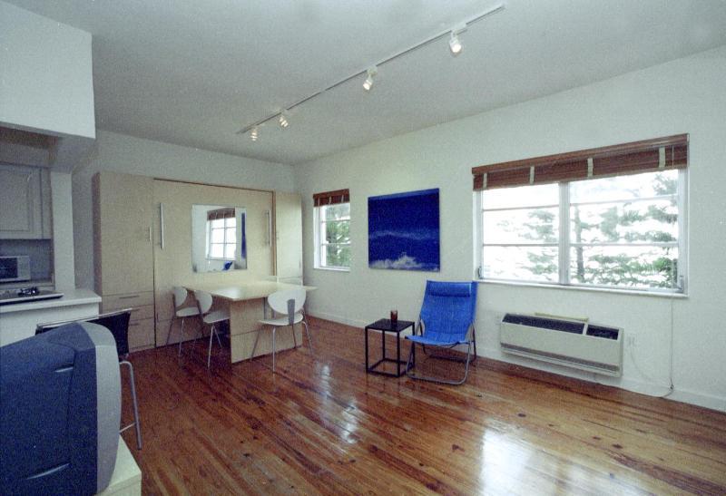 Living room - SOUTH BEACH DESIGNER STUDIO ONE BLOCK FROM OCEAN - Miami Beach - rentals