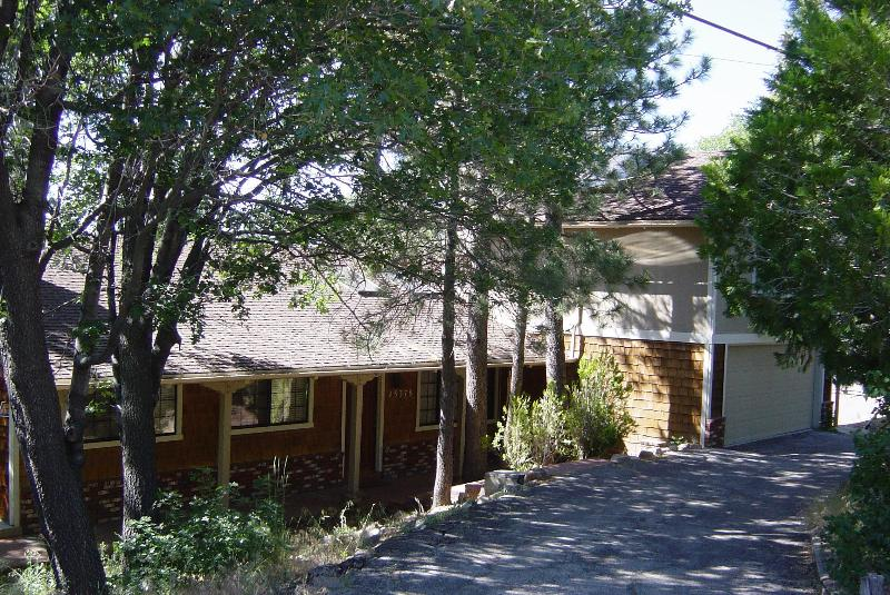 Front of house, surrounded by trees - Adorable ski mountain house, pool table, WiFi, + - Big Bear Lake - rentals