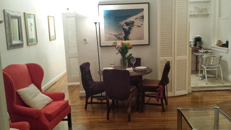 SPLENDIT SPACIOUS APARTMENT - CENTRAL PARK FIFTH  AVE APARTMENT  EXTRAORDINAIRE! - New York City - rentals