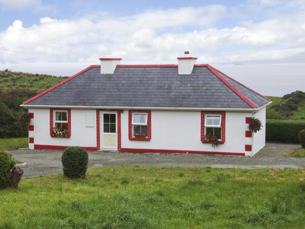 THORNTON'S COTTAGE, family friendly, character holiday cottage, with a garden in Tully, County Galway, Ref 4373 - Image 1 - Tully - rentals