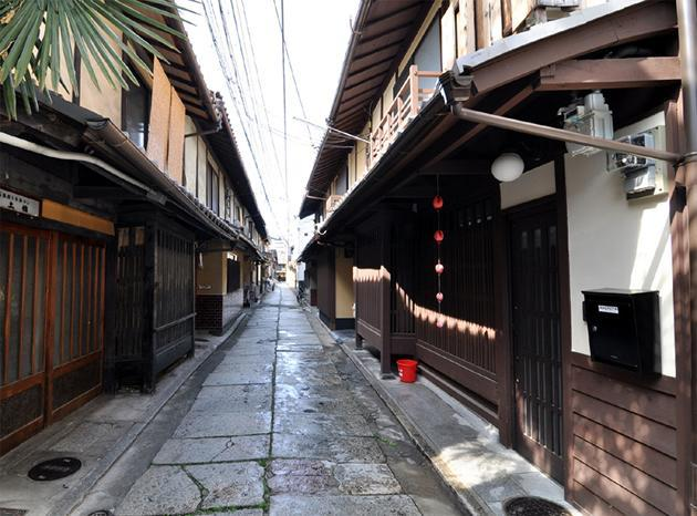 House located on old cobblestone lane in very quiet neighbourhood - Great & Quiet Location, Elegantly Restored Machiya - Kyoto - rentals