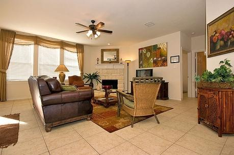 Living Area - $329/NT Upscale 2-Story, 5-bd Hm Nr Cowboys Stdm - Dallas - rentals